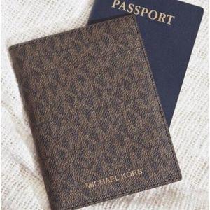 ✈ Michael Kors Bedford Travel Passport Wallet ✈